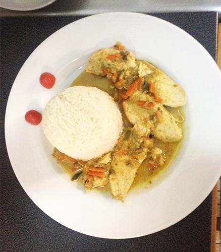 Aiguillettes de poulet coco curry et son riz blanc parfumé