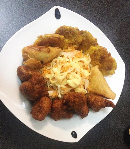 Assiette créole ( Accras, samousas, plantin)