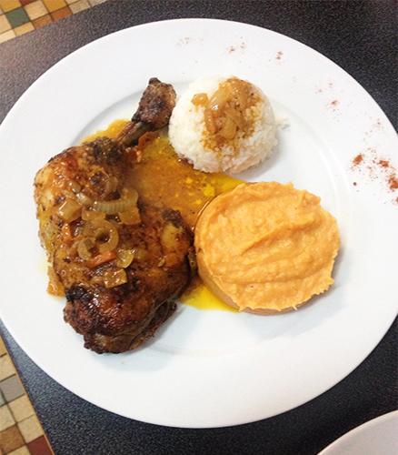 Poulet braisé au four, purée de patate douce, riz blanc